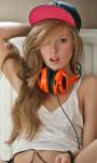 Girl with Headphones Live Wallpaper screenshot 1/3