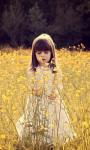 Cute Child In A Flower Field Live Wallpaper screenshot 1/4