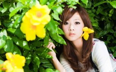 Beautiful Girls With Flowers Live HD wallpapers screenshot 3/6